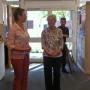 Programmleiterin Manuela Schlichting eröffnet die Ausstellung